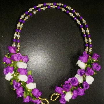 Arranjo de Flores e Tiaras cristais