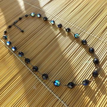 colar de cristal preto furta-cor