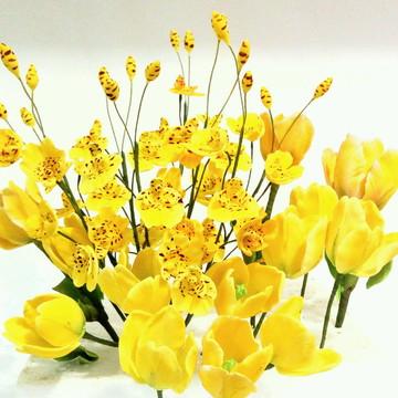 Topo de bolo amarelo/flores de açúcar