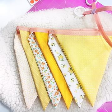 Bandeirinha em Tecido Amarelo e Laranja