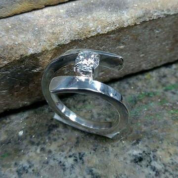 Anel forjado prata 950 com zircônia