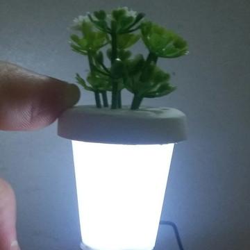 Mini vaso com flor e led 002
