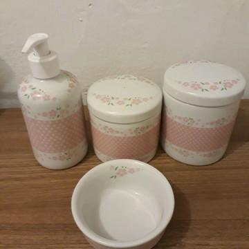 Kit higiene em porcelana rosa floral