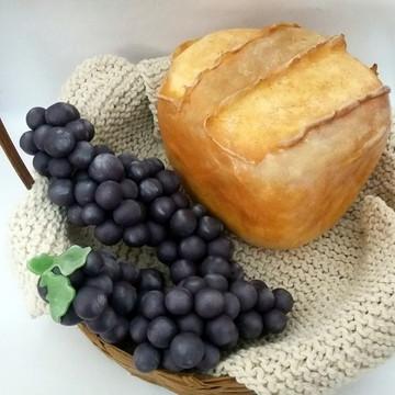 Pão e cachos de uva fake em biscuit