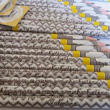 Lápis chevron cinza e amarelo lembrancinha