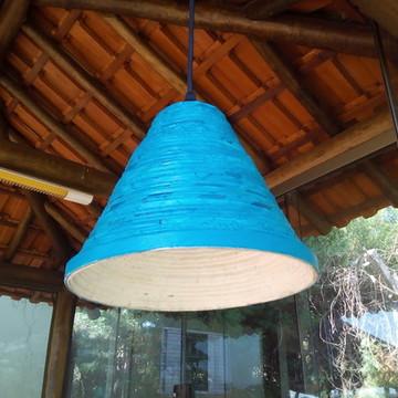 Pendente cone artesanal de jornal azul
