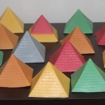 Lembrancinha esotérico Piramide Egito I ching Astrologia