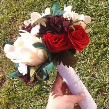 Buquê de Flores de Feltro - Vermelho, Vinho, Branco e Creme