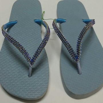 Chinelo tipo havaianas azul personalizado com strass 35/36