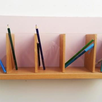 Porta lápis com frente acrílico