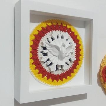 Quadro decorativo Divino Espírito Santo com Mandala Crochê
