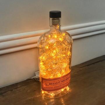 Luminária de garrafa Bulleit Bourbon