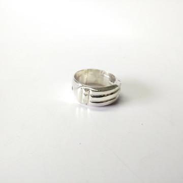 Anel Atlante ou New Atlante em prata com pedras