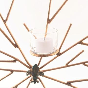 Escultura de parede com velas