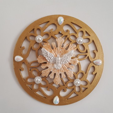 Mandala em mdf com Divino dourada aplique de pérólas