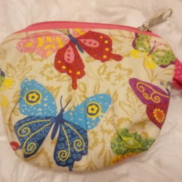 Porta-moedas em tecido com estampa de borboleta