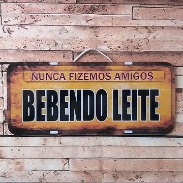 Placa Decorativa Vintage Adesivada Bebendo Leite