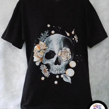 Camiseta Caveira e Flores