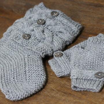 Conjunto de bota e luvinha sem dedos de lã em tricô