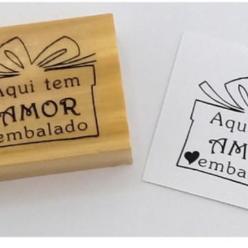"""Carimbo """" Aqui tem amor embalado"""""""