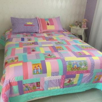 Colcha patchwork ,4 Capas travesseiros