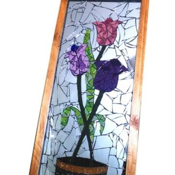 Quadro de tulipas em mosaico com fundo espelhado