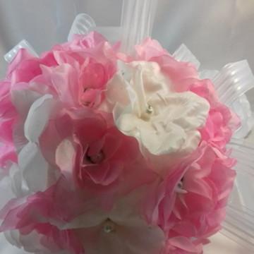 Buquê de noiva em flores de cetim