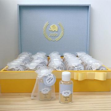 Caixa + 40 lembrancinhas (álcool gel)