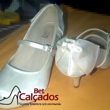 6d824eb60c0 Sapato Branco laço atras