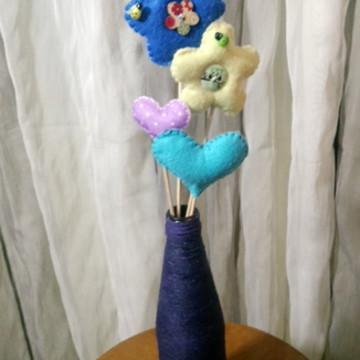 Flores e Corações em feltro no palito