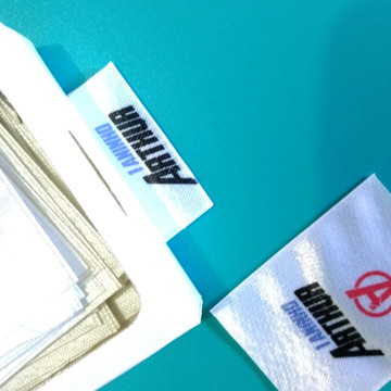 Etiqueta de tecido - bandeirinha 100 uni