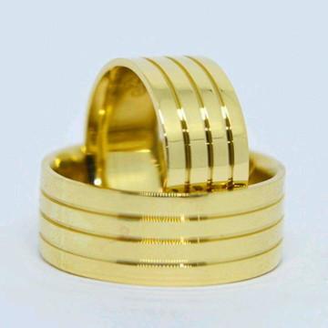 Par De Aliança 10mm c/ Frisos Em Prata Banhada a Ouro
