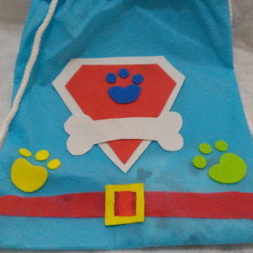 mochila em tnt - festa infantil