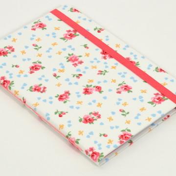 Caderno A6 com capa em tecido - Rosas e Corações