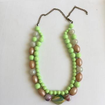 Colar bijuteria feminino curto 2 voltas resina bolas verde
