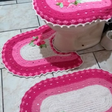 jogo de banheiro rosa com flores