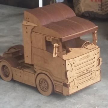 Caminhão Scania. Quebra Cuca 3D. Miniatura em MDF.