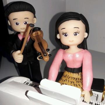 Enfeite organista e violinista de biscui