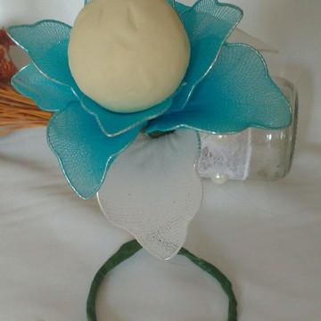 Flor suspensa meia de seda