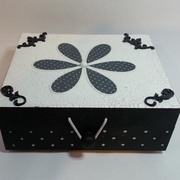 Caixa em mdf multi-uso preta com bolinhas brancas