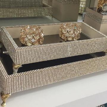 Bandeja Luxo 30 x 21 cm espelhada com strass e pezinhos