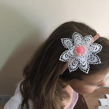 Tiara com Flor de Guipure