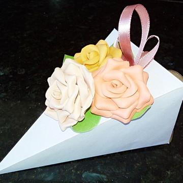 Caixinha em forma de fatia de bolo