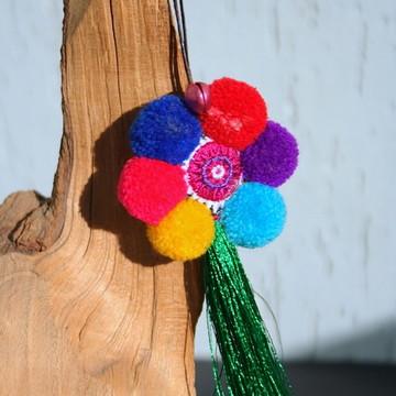 Pingente Chaveiro Etnico Flor Pompons Coloridos Tassel Seda