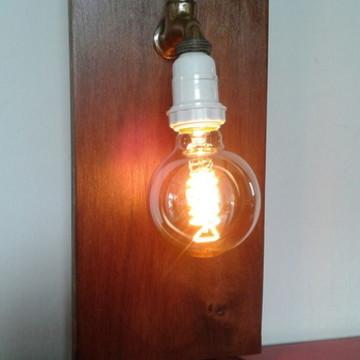 Luminária de mesa torneira