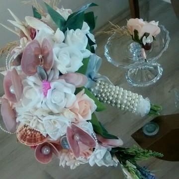 Bouquet Cascata de rosas e conchas do mar & lapela