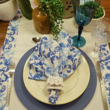 Guardanapo branco floral azul