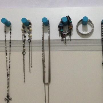 Cabideiro de parede porta bijouterias