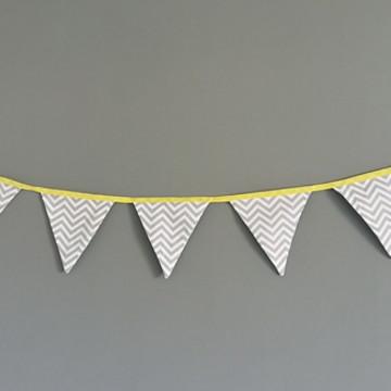 Bandeirinhas de tecido Chevron Cinza e fita amarela