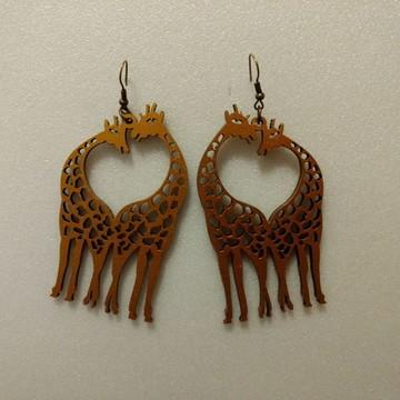 Brinco de madeira Girafa
